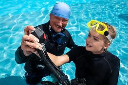 instructor-teaches-woman-dive.jpg