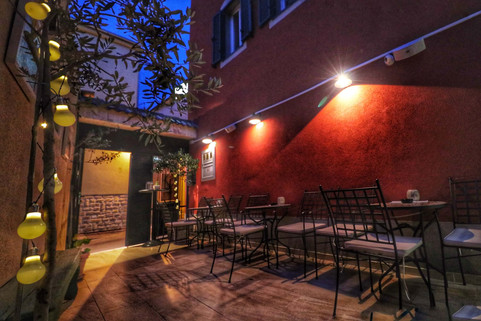 Dida Boza restaurant terrace 2.jpg