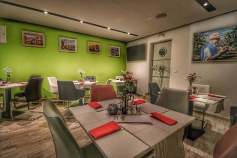 Dida Boza restaurant interior I.jpg