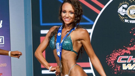 Leigh Clarke: 2Bros Pro Natural Masters Bikini Champ