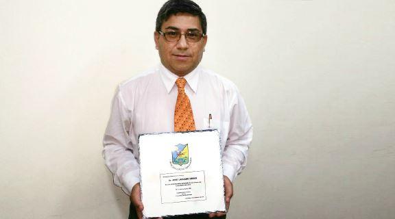 Rector del IPLA recibió reconocimiento en Santa María por ser un profesional destacado de Aconcagua