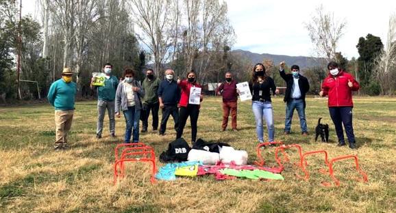 Autoridades visitan y coordinan trabajo con histórico club deportivo de Calle Larga