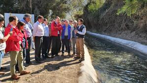 Ministro Walker recorrió canal de riego en Catemu y destaca recursos adicionales por $4.200 millones