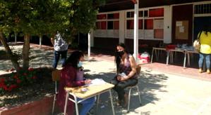 Colegio Assunta Pallota hizo entrega de guías de estudio y cajas de mercadería Junaeb