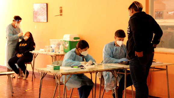 Cesfam de Curimón realizó operativo de exámenes PCR a comunidad educativa de Colegio Assunta Pallota