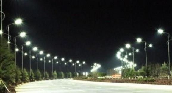 """Renuevan alumbrado público con """"cototas"""" luminarias LED"""