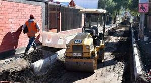 Pese a las lluvias avanzan obras de pavimentación de 6 pasajes de la Villa Padre Hurtado de Llay Lla