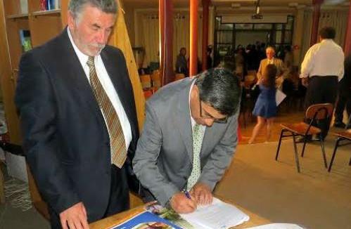 IPLA realizó convenio que permitirá la entrega de becas al Liceo San Esteban
