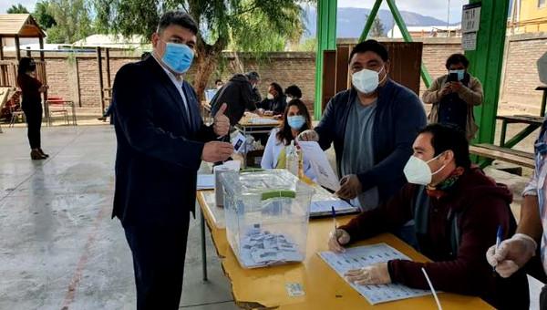 Alcalde Nelson Venegas evaluó positivamente realización del Plebiscito en Calle Larga