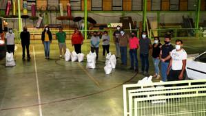 Municipio entregó fertilizantes para canchas de todos los clubes de fútbol de la comuna