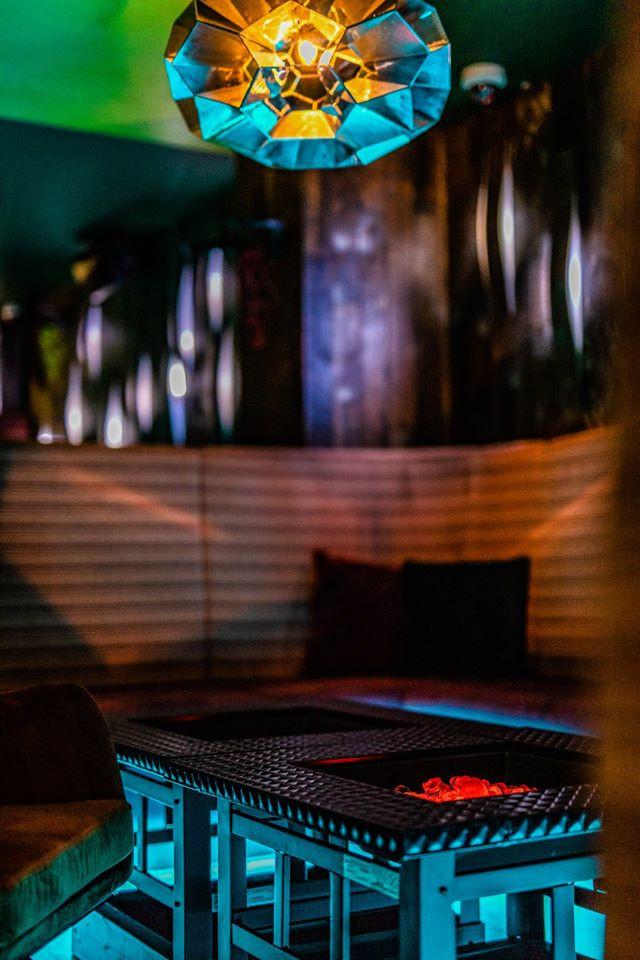 Table cocktail bar.jpg