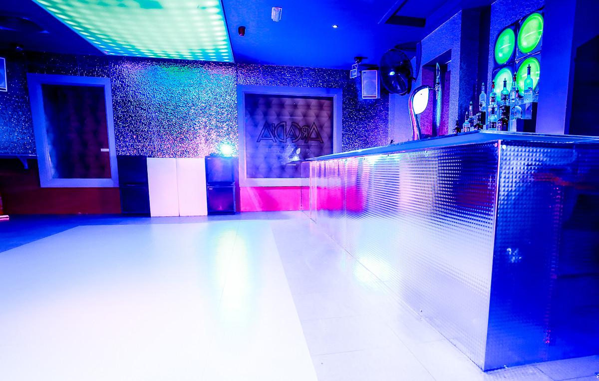 Dancefloor & Bar