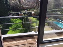 zicht op tuin vanaf terras