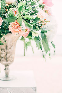 pink-flowers-centerpiece-1070863.jpg
