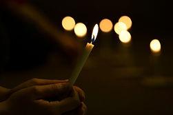 הדלקת נר לכבוד הצדיקים בערב ההילולא