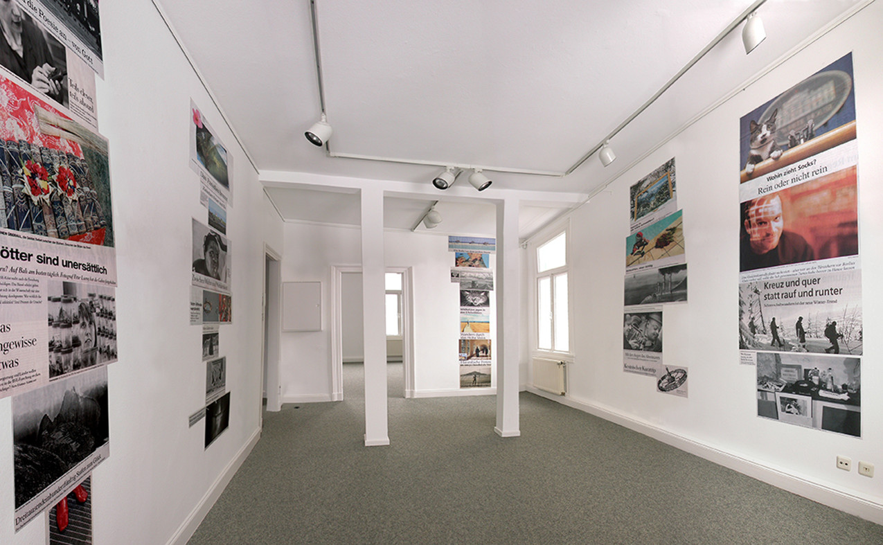 09 installation view, 2004