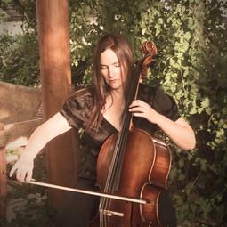 Celloquacious Headshot Playing