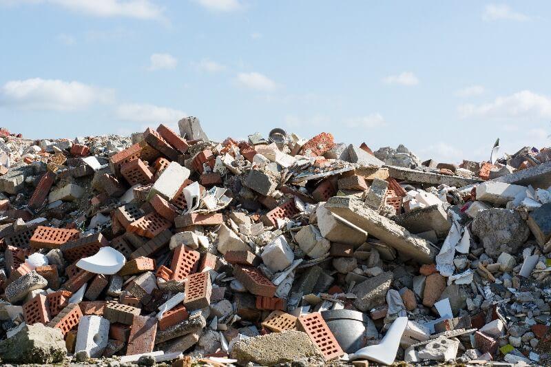 problemática ambiental contenedor de escombros