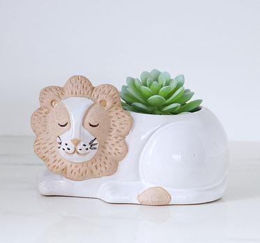 lion planter 4.jpg