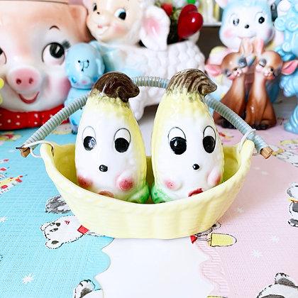 Kitschy Cute Anthropomorphic Corn Salt & Pepper Shakers