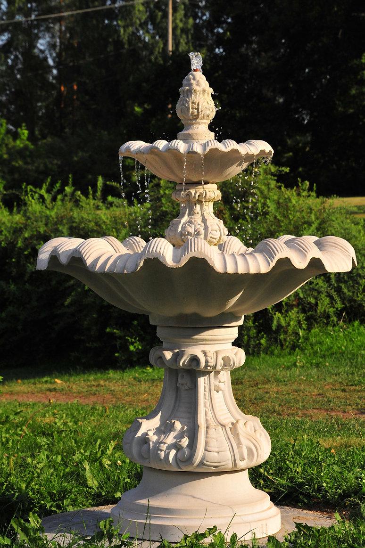 suihkulähde, vesielementti, patsaat, patsasnäyttely, puutarhan taide, puutarhataide