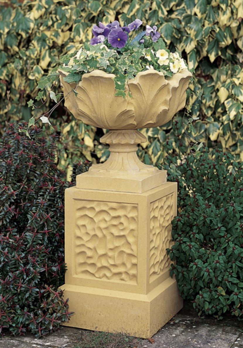 Viktoriaaninen ruukku jalustalla