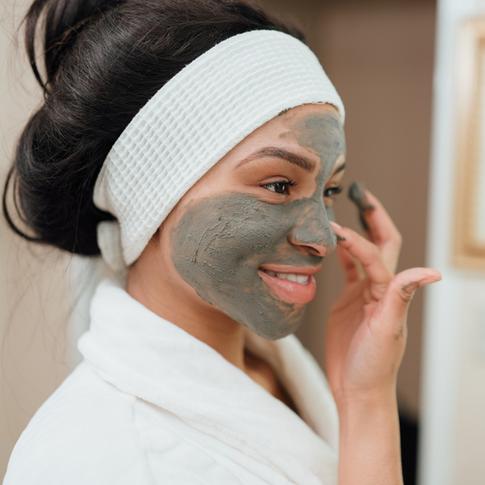 Pure Skin-Applying Mud-2.png