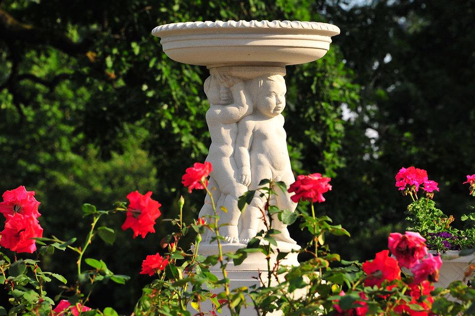 Lintujen kylpyallas, lintujen juoma-allas, antiikkipatsaat, patsasnäyttely, kivipatsaat, puutarhanäyttely, aurinkokellot, figuurit, eläinfiguurit