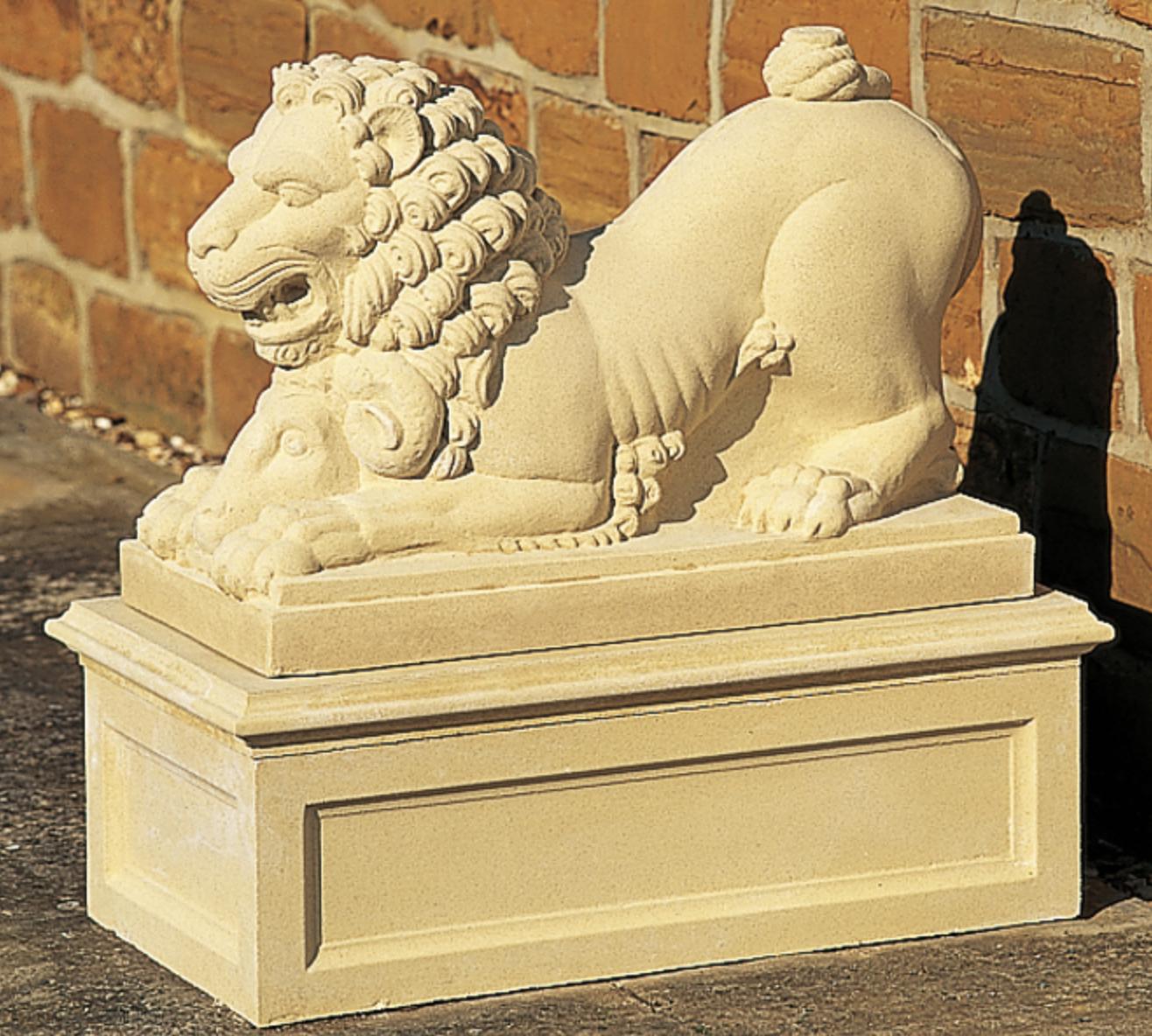XVIII Century Lion - Makaava leijona
