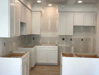Hiring a Contractor vs. Handyman to Install Cabinets