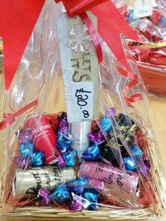Fizz & chocolates hamper £20