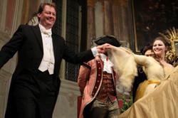Susanna, Le nozze di Figaro Bow
