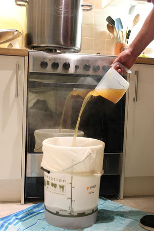 end of boil jugging out (12).JPG