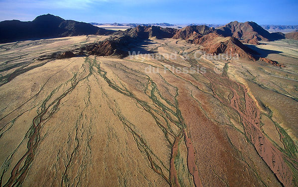 Drainage patterns in the Namib Desert: landscape042
