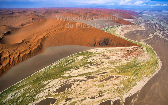 Flood patterns near Sossusvlei - aerial: landscape055