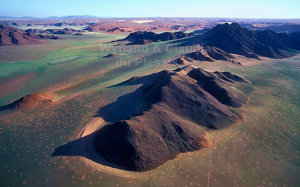 Fairy circles & desert mountains - aerial: landscape057