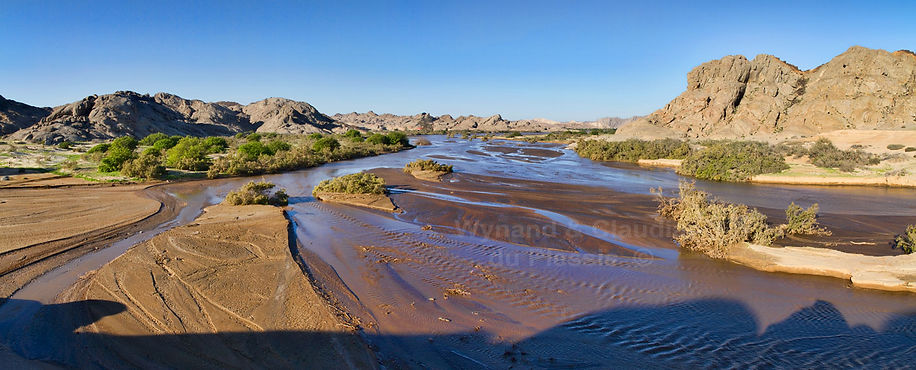 Swakopriver in flood - panorama: landscape039