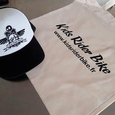 Impression sur de nombreux supports textiles : casquette, sac...