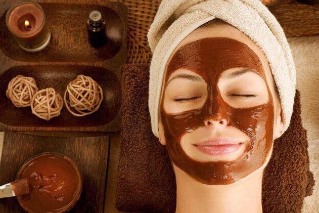 Deilig ansiktsmaske av sjokolade