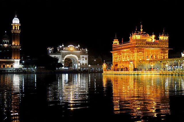 so good I had to go back again in the night _ such a unbelievable experience one of the best in my life _ #goldentemple #amritsar #india -_-