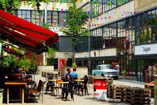fabrika hostel courtyard