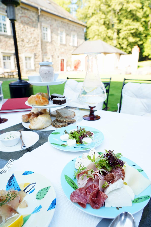 breakfast in the courtyard