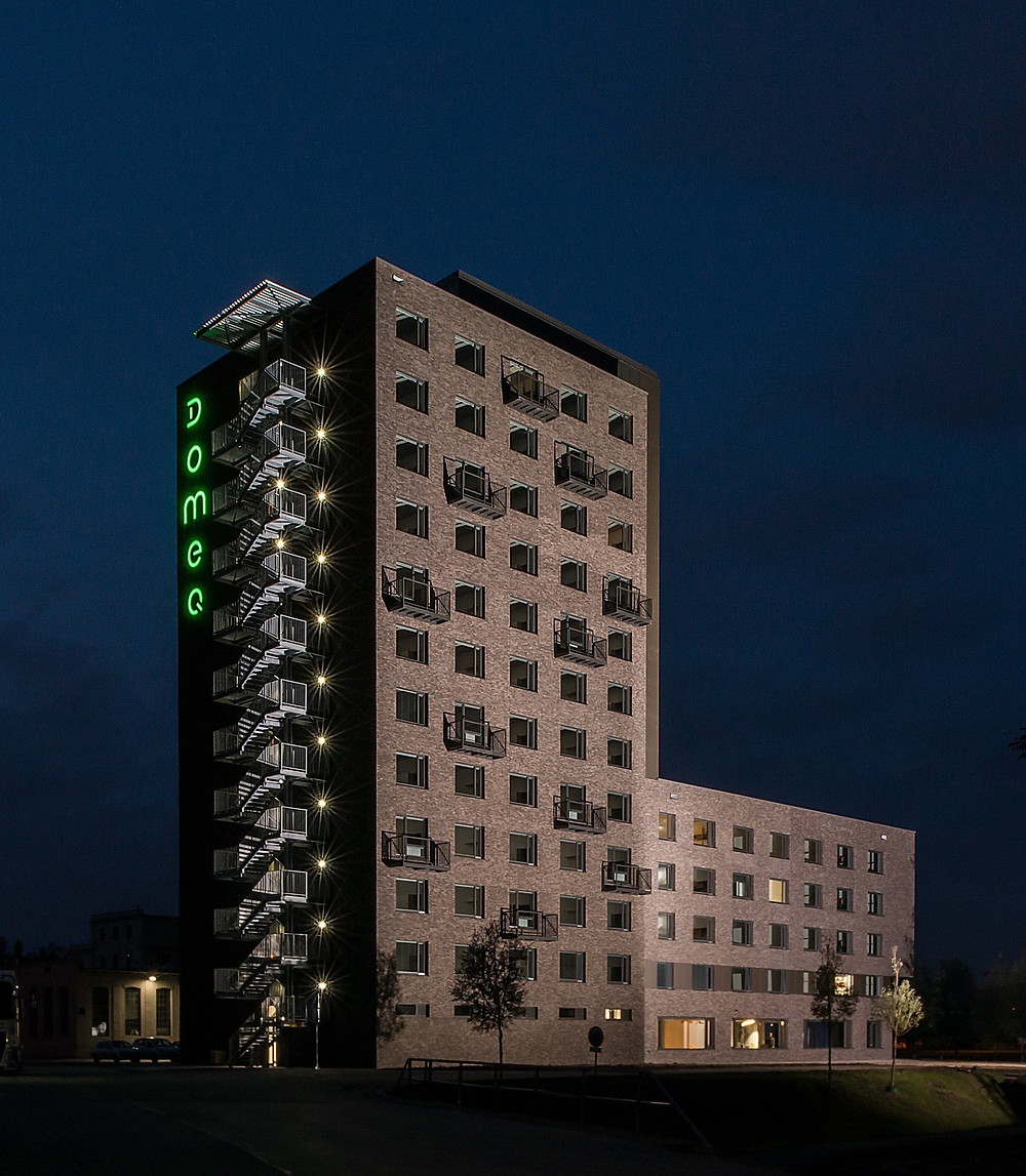 facade domeq night time