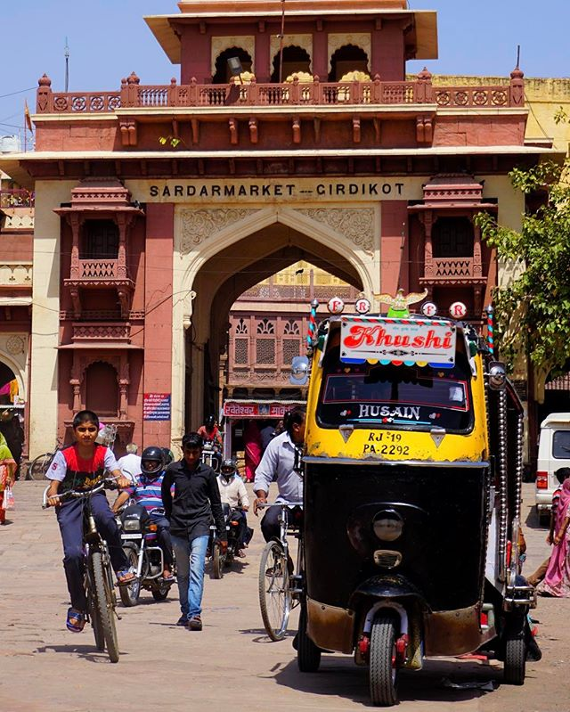 the #tuktuk is the #transport of choice in #india _ over five #million are on the #road today -_-_#travel #traveling #travelgram #instatrave