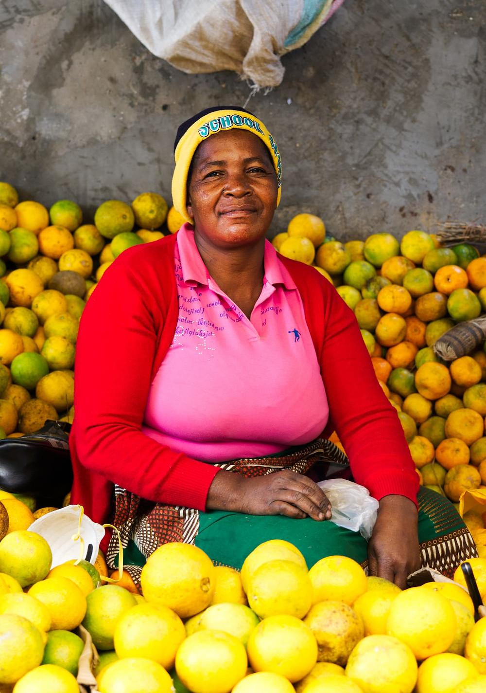 orange vendor at vilanculos market