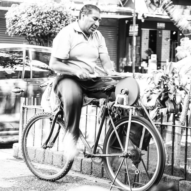 A #genius use of on #old #bycicle _ this #guy #travels to different #restaurants to #sharpen their #knives for them _ #mexicocity #cdmx #bla