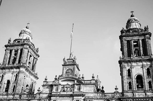 #cathedral in #noir _ #mexicocity #mexico #blackandwhite #cdmx #ciudaddemexico -_-_#travel #traveling #travelgram #instatravel #wanderlust #