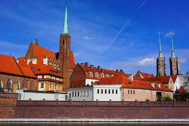 beautiful #cityscape on a #sunny #day _ #Wroclaw #poland_•_•_•_#travel #traveling #travelgram #instatravel #wanderlust #backpacking #sonyalp