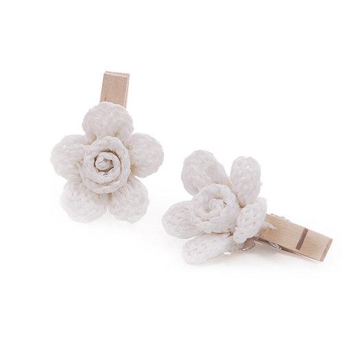 Pregador Floral Natural Crochê Branco