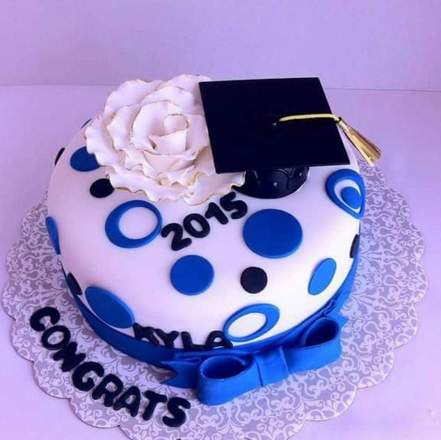 9 inch graduation cake